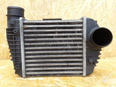 Audi A6 4F 2.7tdi pravý přední intercooler (č.363)