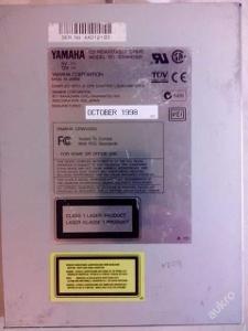 Stará dobrá vypalovačka SCSI YAMAHA pro sběratele!