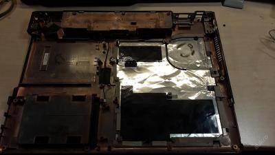 Spodní vana z FSC Amilo L1310G