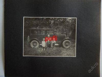 Rodinná fotografie u osobního auta /231756/