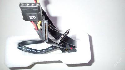 Odpojitelné kabely 5-pin na HDD Molex(PATA) a SATA