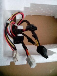 Odpojitelné kabely 4-pin na HDD Molex(PATA) a SATA