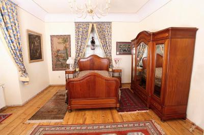 Mahagonová ložnice - velký komplet.