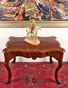Rokokový psací stůl s parketovou deskou