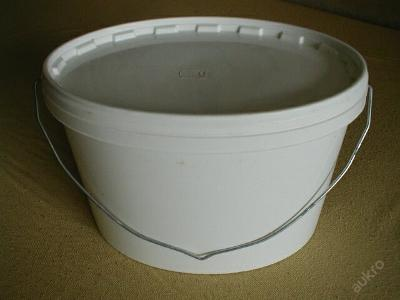 Plastový oválný bílý kýbl