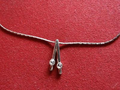 Přívěsek+řetízek, obecný kov.