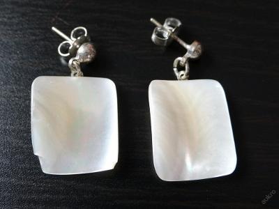Náušnice - perleť+obecný kov, fajn stav.
