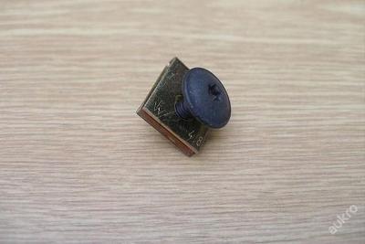 šroub + matice zasouvací kryt motoru Octavia Fabia
