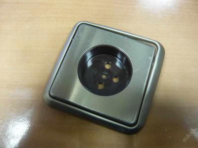 Kryt zásuvky včetně rámečku - hliníkový zlatá