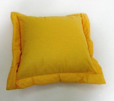 Bavlnený polštář s okrasným lemem