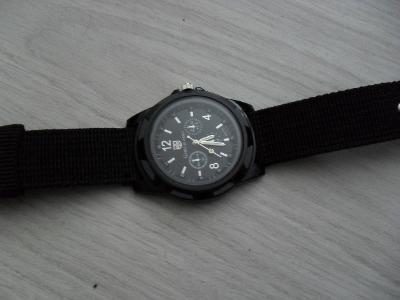 nové hodinky- černé