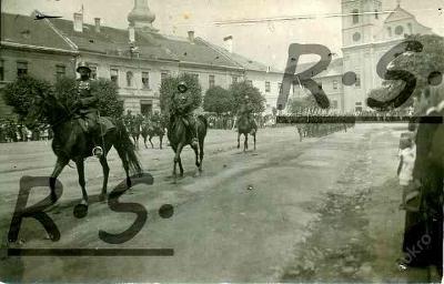 Rožňava - hotel Orel , vojáci !!
