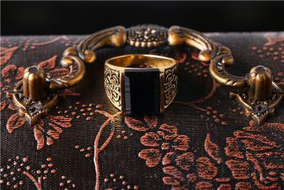 Masivní velký prsten č.11