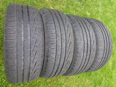 18 - Téměř NOVÉ zimní pneu 215/40 R18 PIRELLI sada