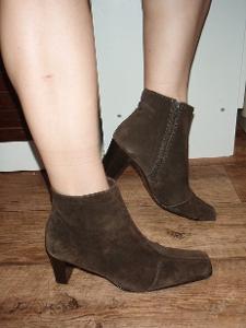 kožené kotníčkové boty vel.38