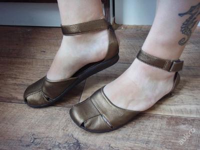 kožené sandály CLARKS  vel.37