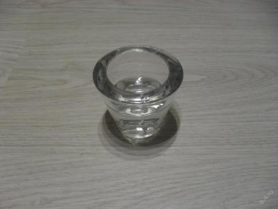skleněný svícen na čajové svíčky