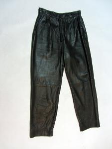 Kožené tmavě zelené kalhoty - obvod pasu: 70 cm