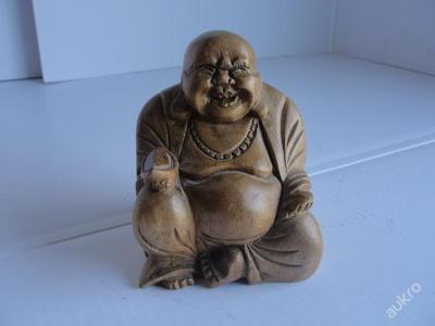 Stará, dřevěná socha- Budha