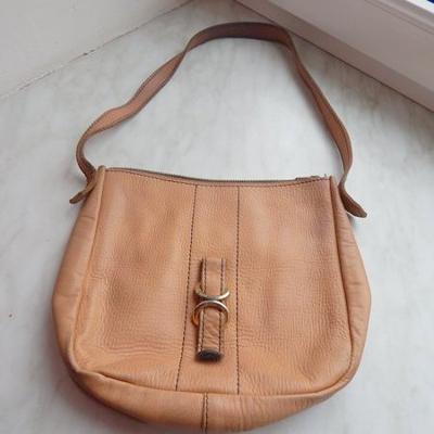 Béžová kabelka - zdařilá imitace kůže