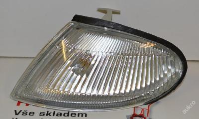 Levý bílý blikač - blinkr MAZDA 323 C S V 94-96