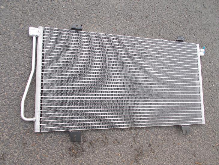 * Renault Master  r.v.92-03    chladič klimatizace - Náhradní díly a příslušenství pro osobní vozidla