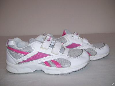 Sportovní obuv dětská  REEBOK - č. 33