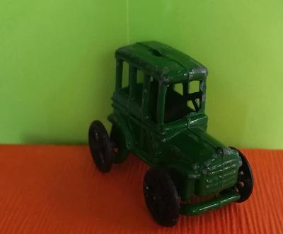 1xkus Staré kovové zelené autíčko s Tuzex Kinder surprise vajíčka