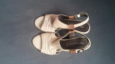 Krémové sandálky na klínku Tamaris vel. 38