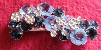 Krásná brož s kamínky...(10602)