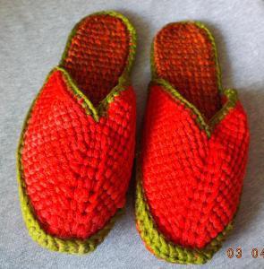 domácí  RETRO  papuče, pantofle - ručně pletené - stélka  cca 24-25 cm