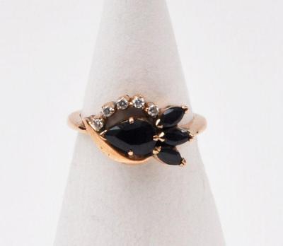 Zlatý prsten se 4 safíry a 5 diamanty, 3,30 g Au 490/1000