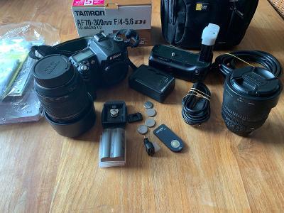 Nikon D90 s objektivy a příslušenstvím