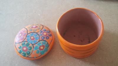 keramicka doza dovezena z Mexika - 6cm vyska, prumer 8cm
