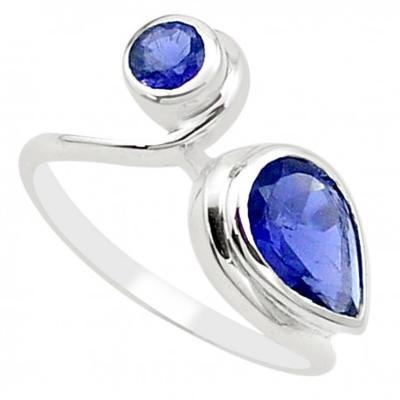 Stříbrný prsten s iolitem