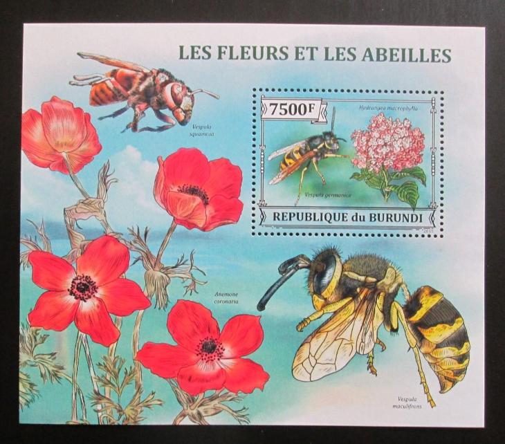 Burundi 2013 Včely a květiny Mi# Block 382 Kat 9€ 0570 - Filatelie