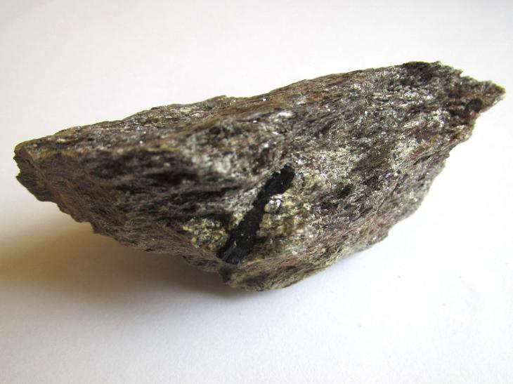 ČERNÝ TURMALÍN - SKORYL VE SVORU -  PAVLOV       ČR.     (CC 364) - Minerály a zkameněliny