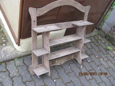Stará dřevěná polička