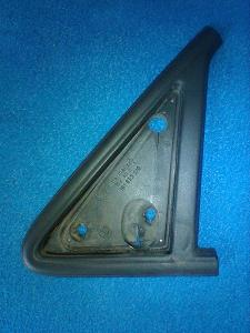 Těsnění ( trojúhelník ) pod zpětné levé zrcátko VW Golf II ( mk2 )