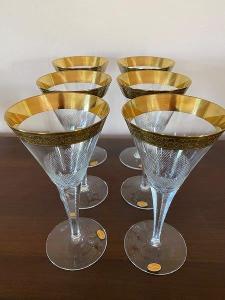 Šest křišťálových sklenic na víno zdobené zlatem, zn. Moser