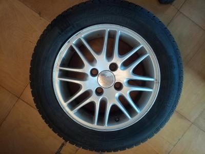 Originál kola Ford + zánovní zimní pneu