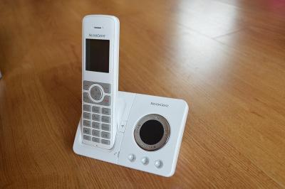 Bezdrátový telefon SILVERCREST SDT 1.9 B4