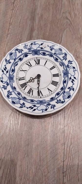 Porcelánové hodiny Cibulák