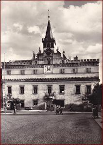 Havlíčkův Brod * radnice, průčelí, věž,  náměstí, lidé * V423