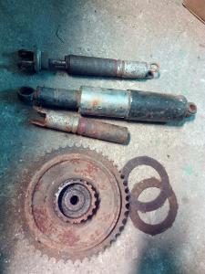 Jawa ČZ - nějaké zbytky z garáže , rozeta lamely , tlumiče
