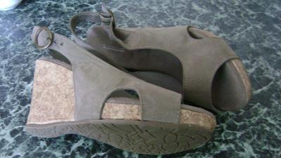 Béžové sandály na platformě zn. Graceland (velká sleva) stélka 24 cm