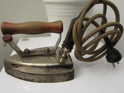 Starožitná funkční žehlička 2.8 kg