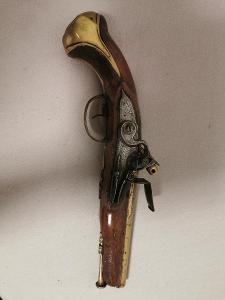 Křesadlová pistole 18.stol