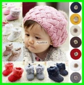 Luxusní háčkovaný zimní, velice teplý set (čepička a boty) pro miminka