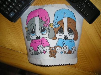 nášivka pejsci psi v noční košili pyžamu
